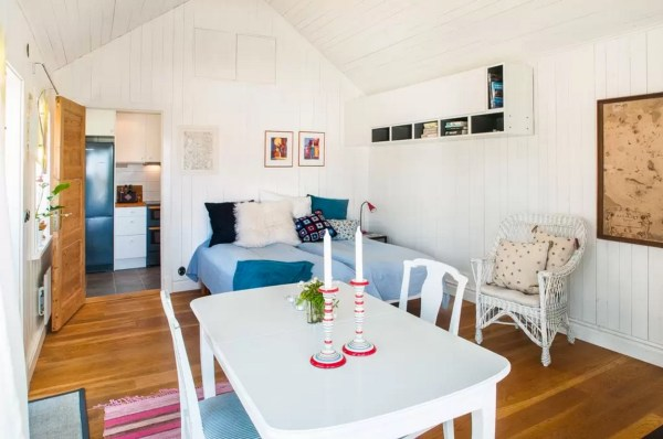 Tiny Bungalow by the Sea in Sweden 009