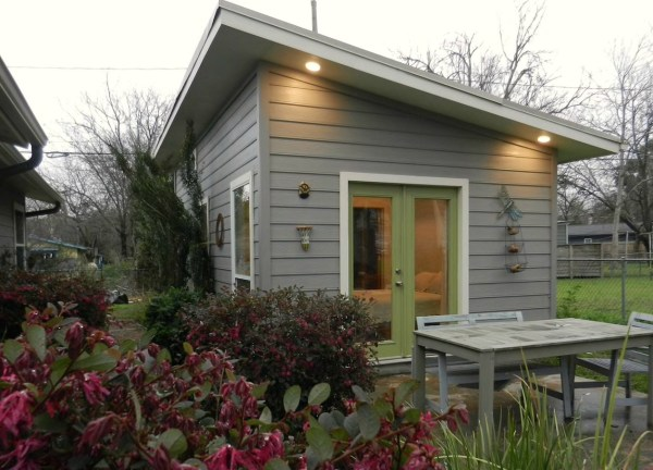 tiny-cottage-in-austin-001