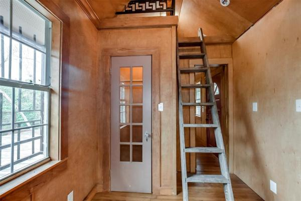 Tiny Cottage on Stilts in Houston Texas For Sale 0014