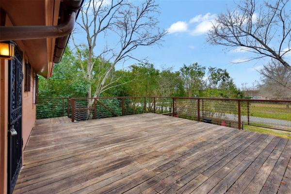 Tiny Cottage on Stilts in Houston Texas For Sale 0021