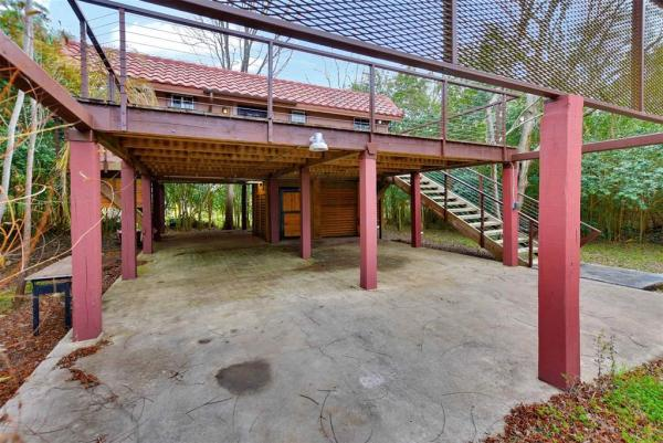 Tiny Cottage on Stilts in Houston Texas For Sale 0022