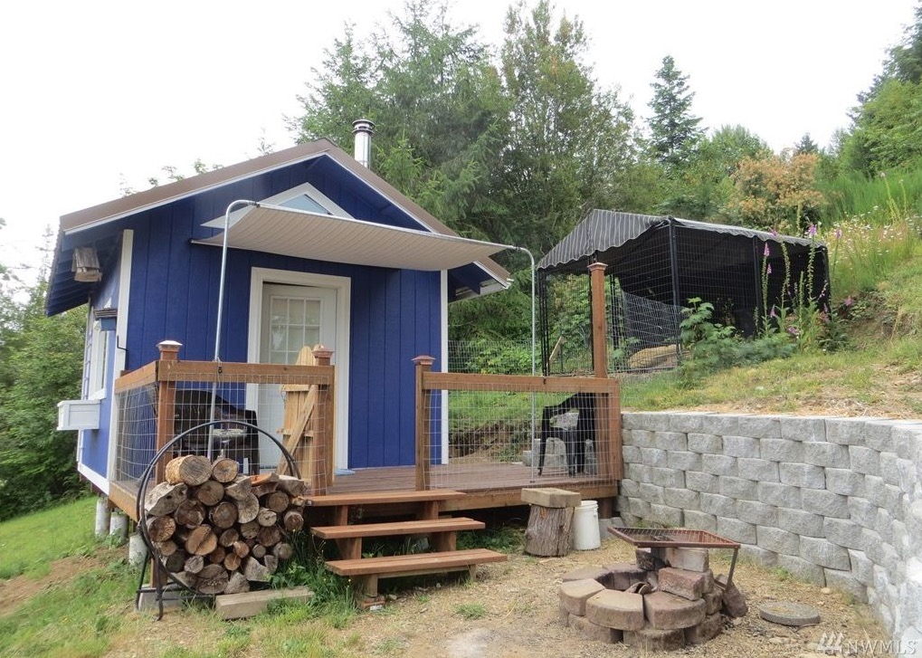Tiny cottage with olympic mountain views in union wa for for Hood canal cabin for sale