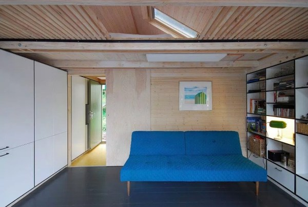 Tiny Floating Home in Prague 008