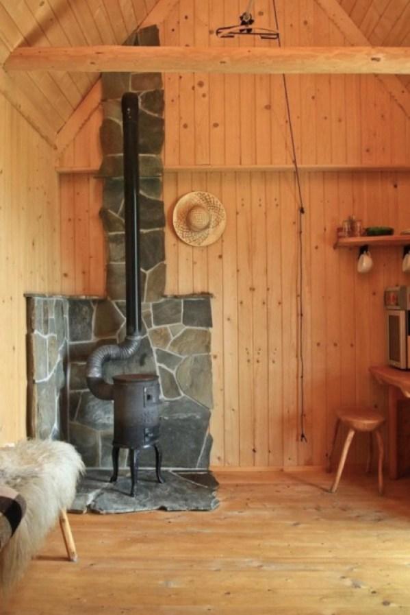Tiny Log Cabin in Poland 002