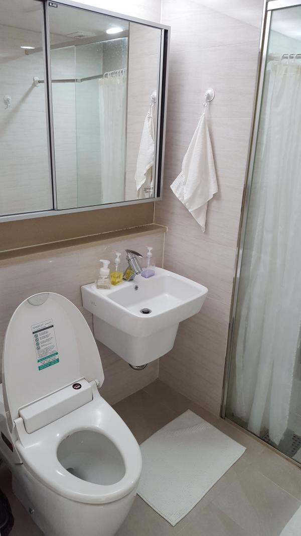 tiny-modern-apartment-in-south-korea-004