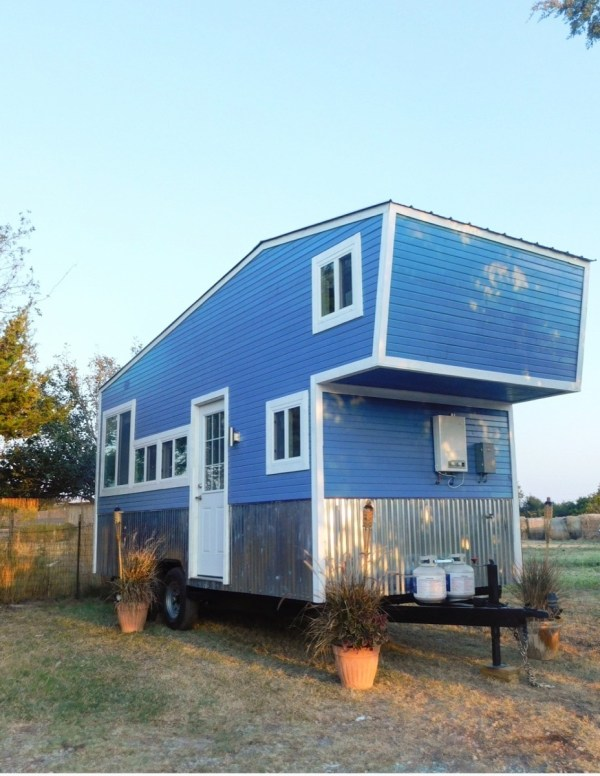 Tiny modern farmhaus on wheels in dallas texas for sale for Modern houses for sale in dallas