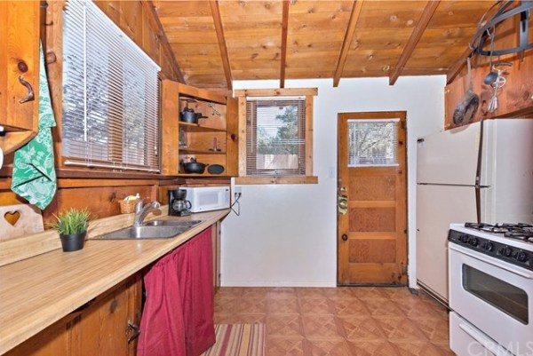 Tiny Mountain Cabin in Idyllwild California For Sale with Land 0010