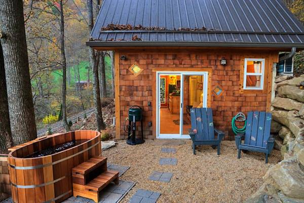 tiny-mountain-cottage-in-nc-001