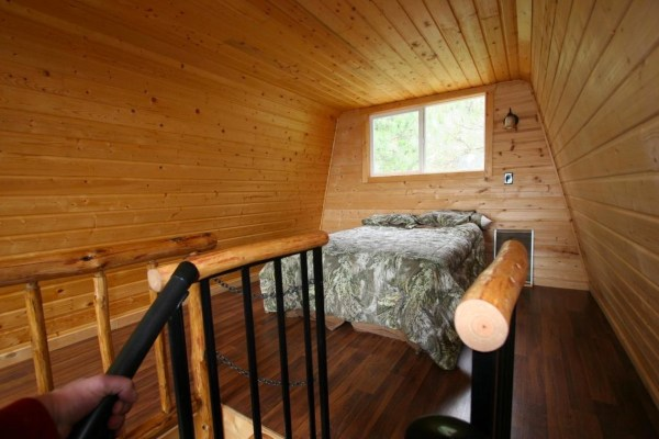 Tiny Newport Cabin 004