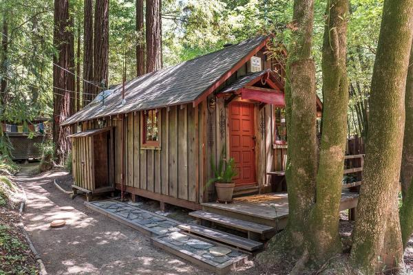 tiny redwood cabin with ziplines and treehouse. Black Bedroom Furniture Sets. Home Design Ideas
