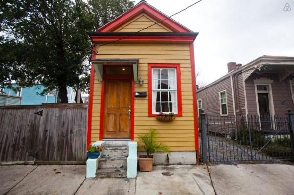 Tiny Shotgun Cottage in New Orleans 001