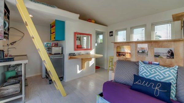 Tiny Surf House 02