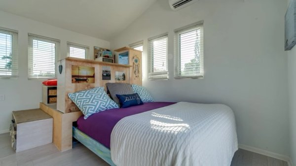 Tiny Surf House 05
