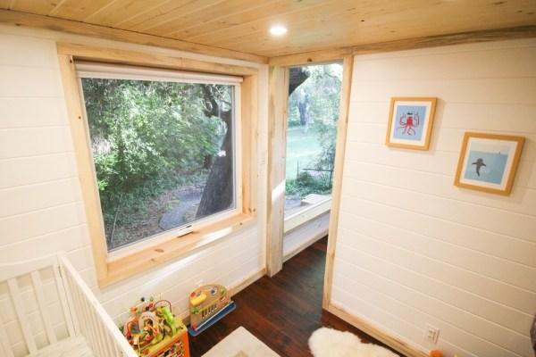 Tiny Urban Cabin 0021