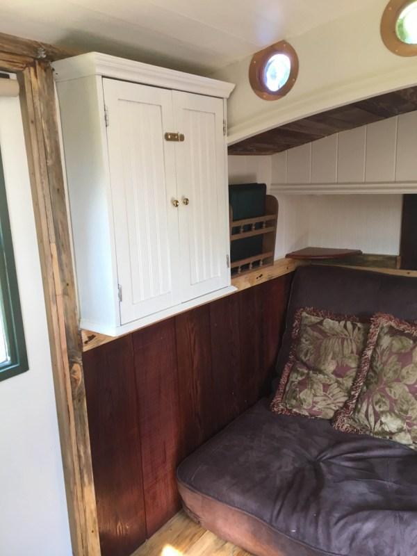 tonys-amazing-old-fashioned-trailer-coach-tiny-house-002