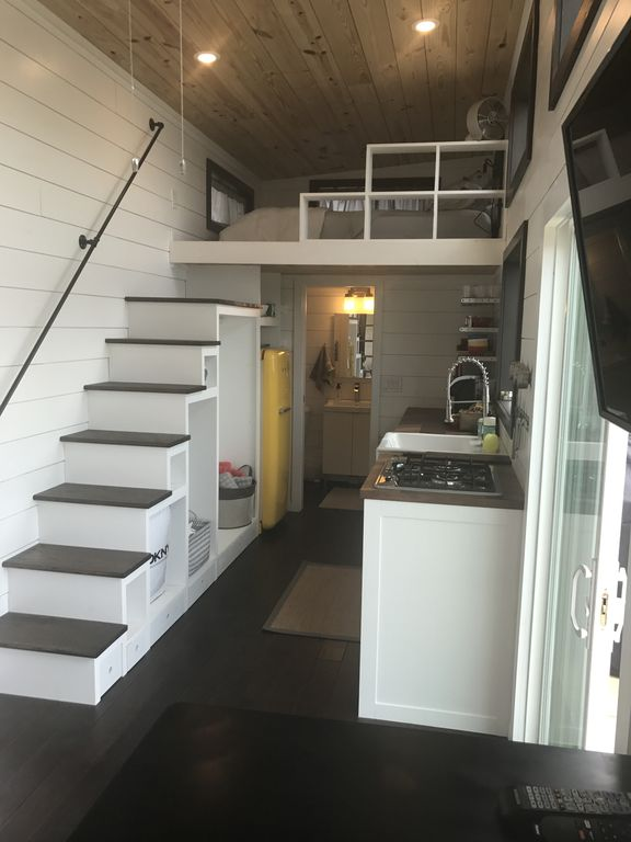 Two Waterfront Tiny Homes on Lake Travis Vacation Rentals_002