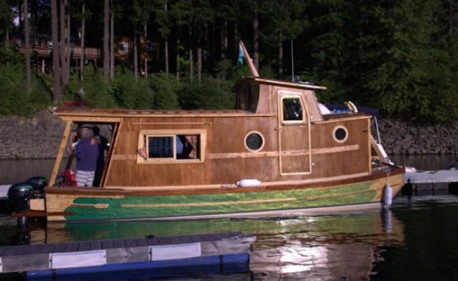 Waterwoody Houseboat