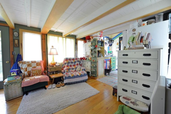 Whimsical-Rudolph-Cottage-in-Amish-Country-07