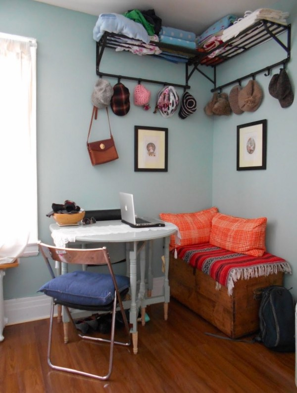 Woman 39 s 120 sq ft tiny apartment in toronto for 120 square feet room decoration