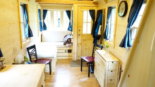 Womans Fy Nyth House on Wheels 007