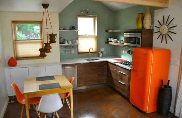 Women-Transformed-Garage-Simple-Yellow-Cottage-006