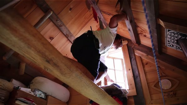 Young Man Who Built His Own Off-Grid Tiny House As a Late Teen 004