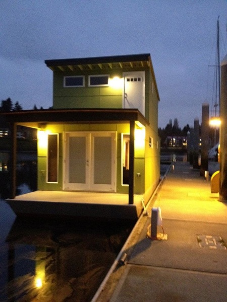 Small Houseboat Is 550 Square Feet Of Bliss Would You Live Here
