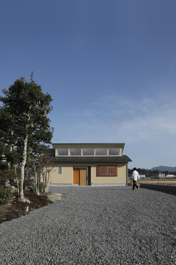 alts design office 768 sf japanese family small house 001 600x899   Minimalist 778 Sq. Ft. Japanese Family Small House