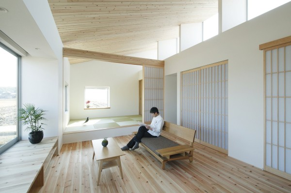 alts design office 768 sf japanese family small house 004 600x399   Minimalist 778 Sq. Ft. Japanese Family Small House