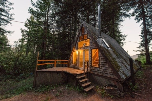 amazing-tiny-a-frame-cabin-in-the-redwoods-01