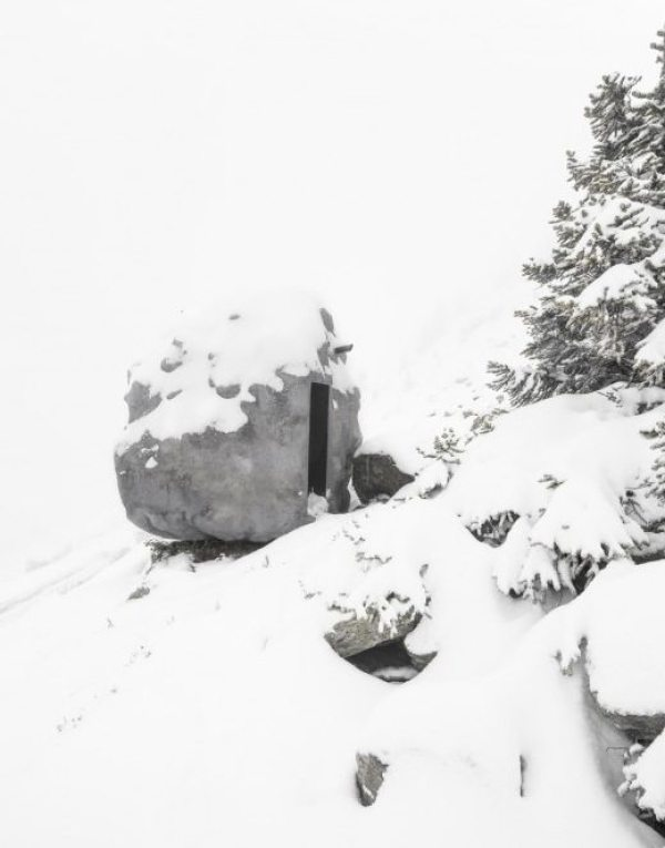 antoine-bureau-a-stone-shaped-tiny-cabin-001