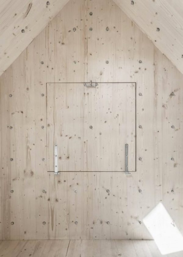 antoine-bureau-a-stone-shaped-tiny-cabin-0010