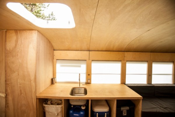 arch-student-turns-old-school-bus-to-modern-mobile-home-004