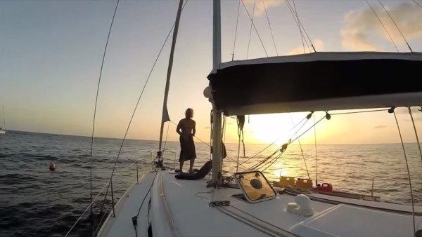 australian-couple-traveling-world-sailboat-002