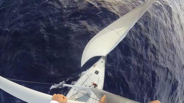 australian-couple-traveling-world-sailboat-007