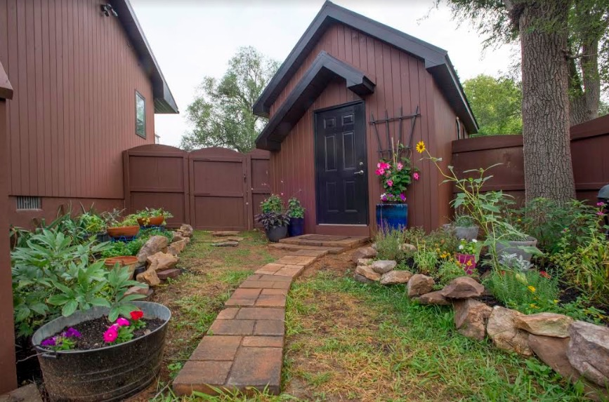 Backyard Cottage 001