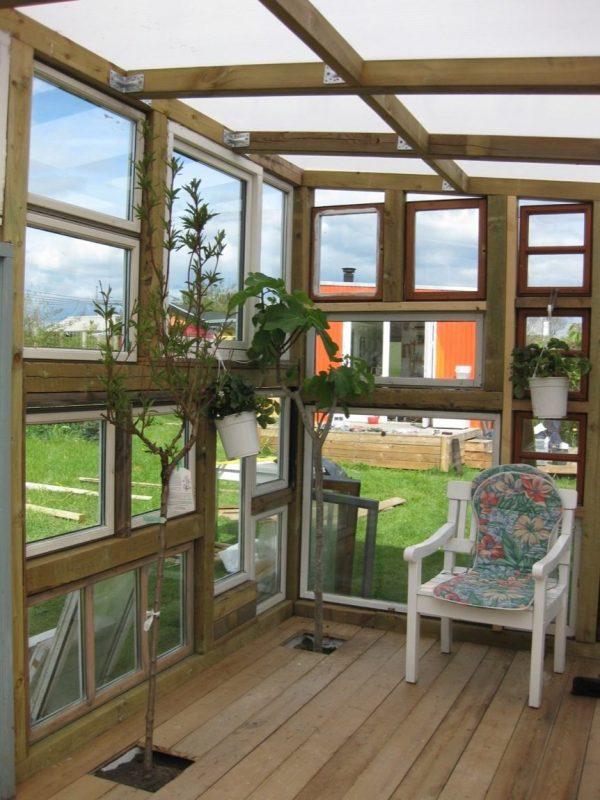 backyard-tiny-hobby-house-made-of-recycled-windows-002