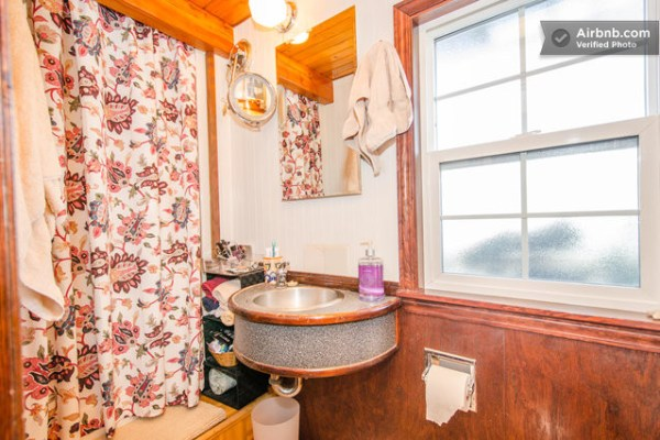 barge-tiny-house-airbnb-vacation-rental-012