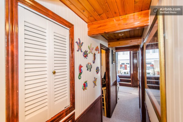 barge-tiny-house-airbnb-vacation-rental-09