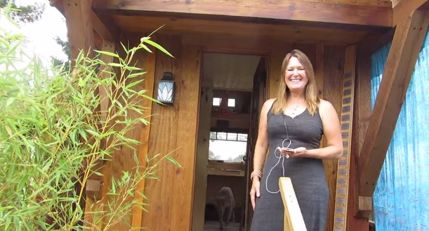 Woman Builds 112 Sq Ft Gifford Tiny House on Wheels