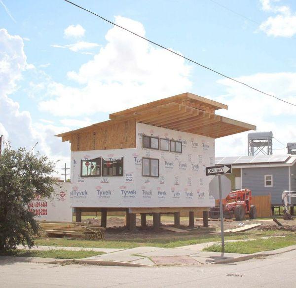 brad pitt make it right tiny house 002