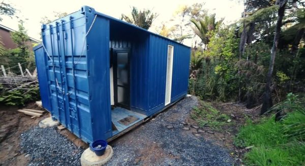 brenda-kellys-off-grid-shipping-container-tiny-house-004