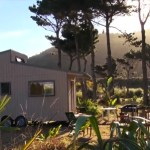 bretts-off-grid-tiny-house-in-new-zealand-by-the-beach-002
