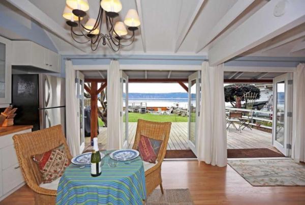 camano-island-beach-cottage--smallhousebliss-005