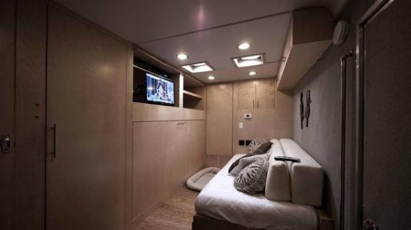 cargo-trailer-turned-to-transforming-stealth-tiny-house-002