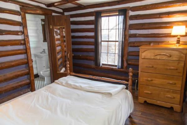 classic-log-cabin-downtown-asheville-011