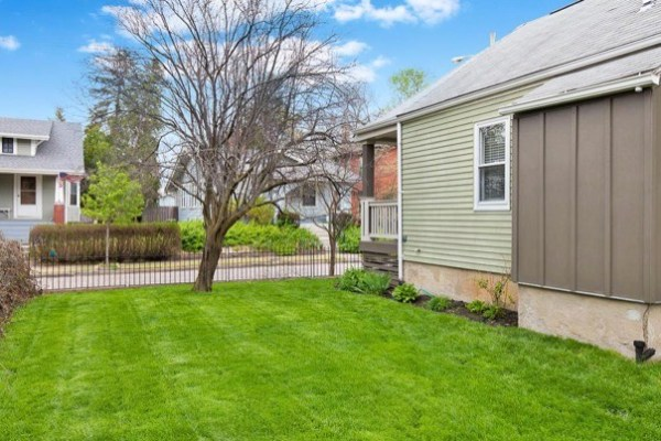 columbus-ohio-cottage-for-sale-with-garage-and-finished-basement-0023