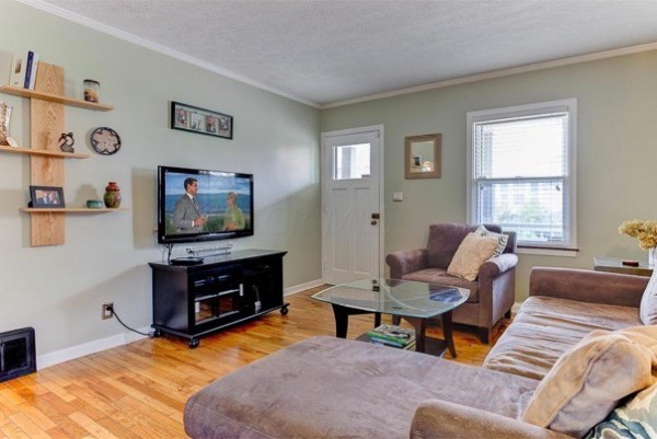 columbus-ohio-cottage-for-sale-with-garage-and-finished-basement-006