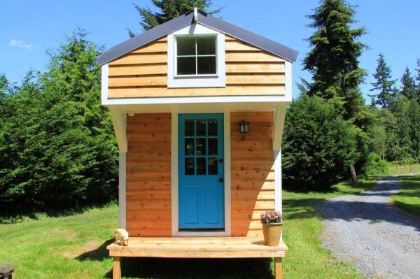 conrads-blue-door-tiny-house-0003