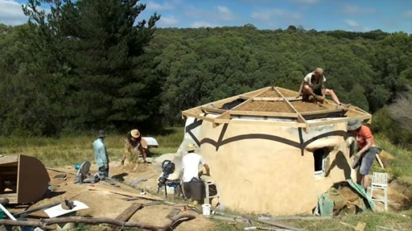 construction-earth-bag-tiny-house-022